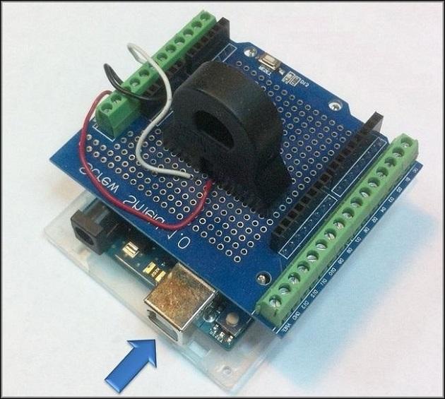 датчик тока фирмы Arduino. Стрелкой указан USB-разъём