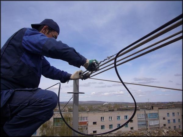 монтаж оптоволоконной линии на улице
