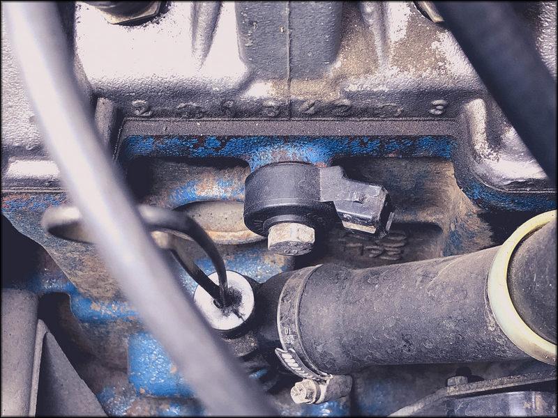 Датчик детонации ВАЗ 2115 в двигателе