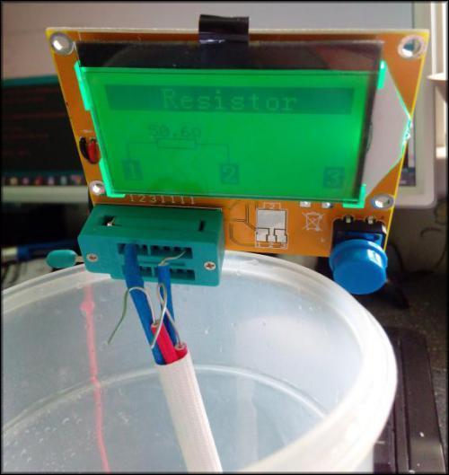 Проверка терморезистора опусканием в теплую воду