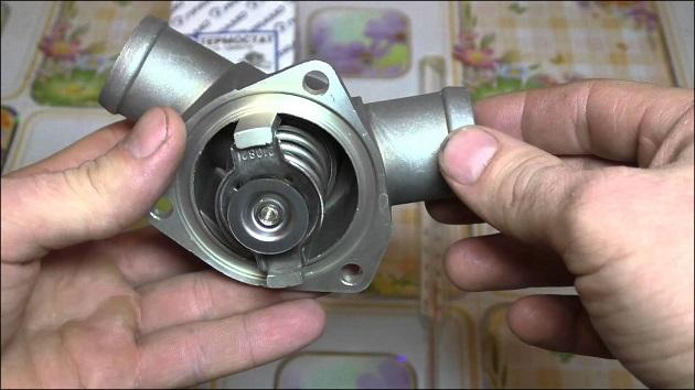 Новый купленный термостат на ВАЗ 2114