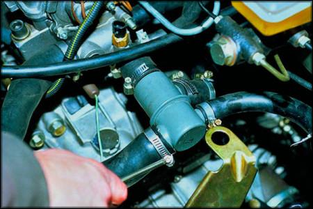 Установленный термостат на ВАЗ 2109