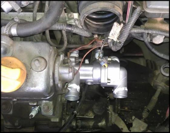 Термостат после снятия воздушного фильтра