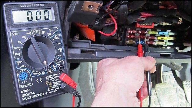 Проверка предохранителя в машине