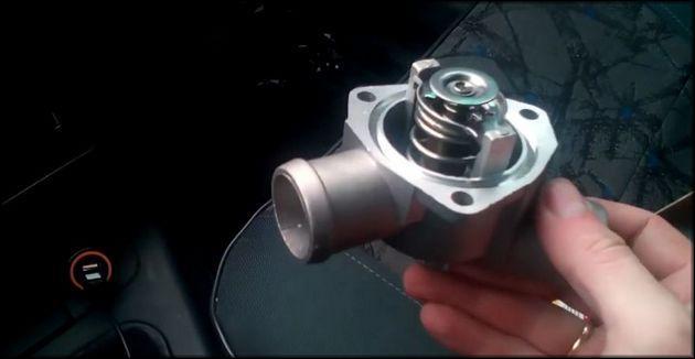 Вынуть клапан термостат Ваз-2112