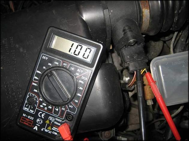 Проверка мультиметром ЭДС на Ваз2114