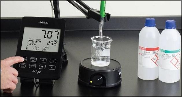 Замер кислотности проб воды pH-метр