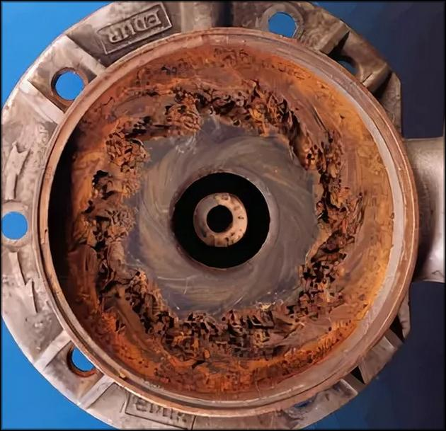 Попадание влаги в двигатель приводит к коррозии