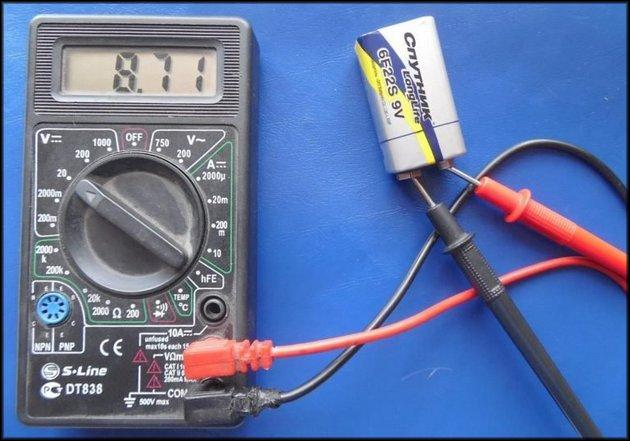 Проверка батареек Крона мультиметром