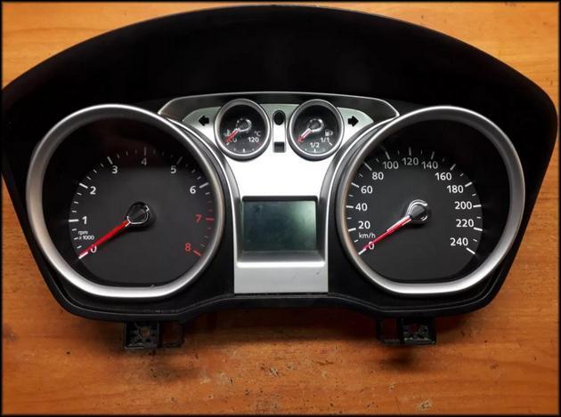 Ford Focus II отдельно приборная панель