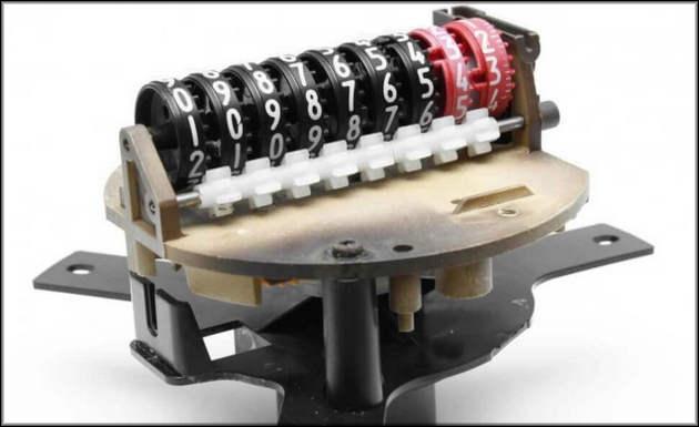 Разобранный механический одометр